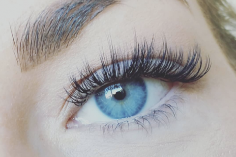 Naughty Volume lashes