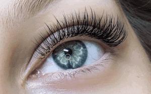 getting eyelash extensions done
